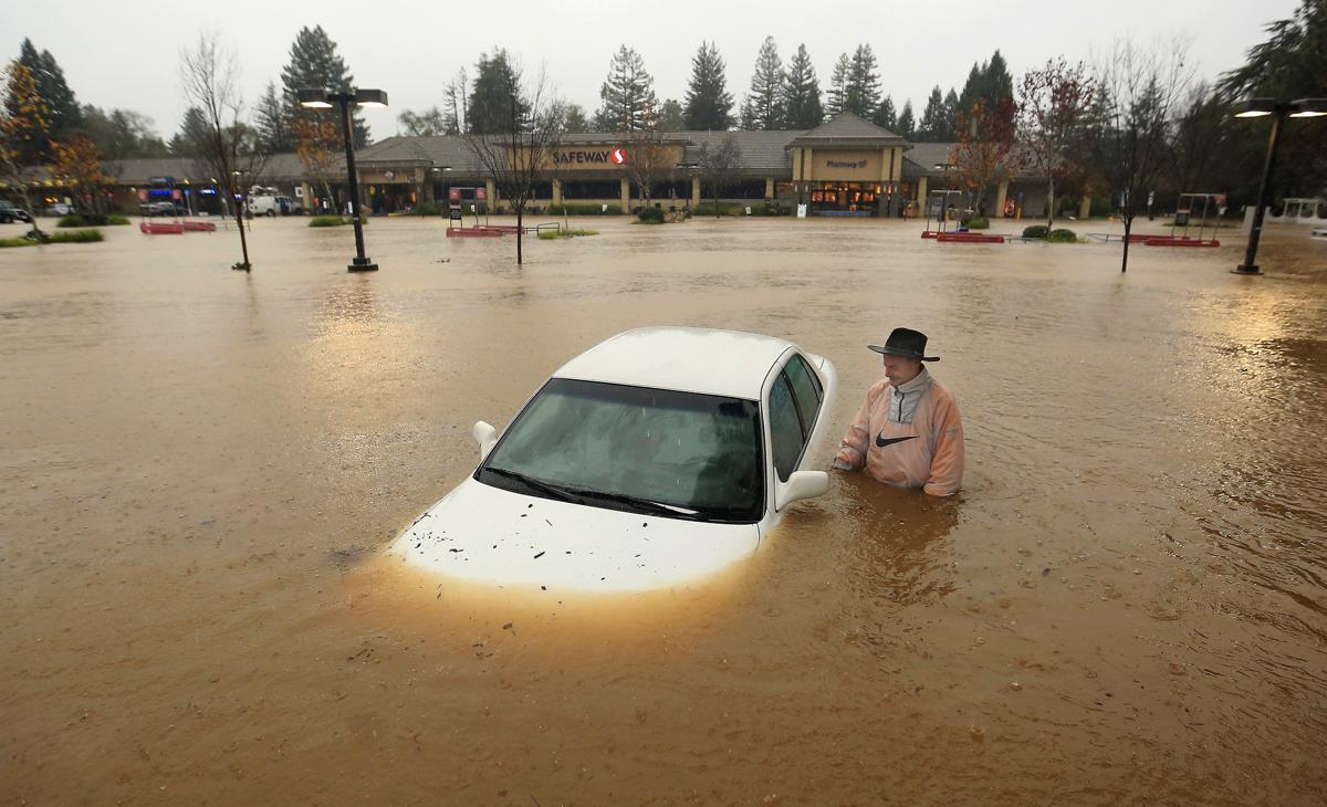 Lake Oroville Car Flooded Parking Lot