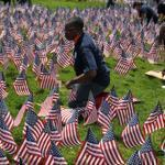 More than 200 volunteers placed over 33,000 American Flags on a hill on the Boston Common.