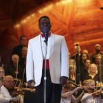 Christopher Wilkins conducted as Robert Honeysucker sang with the Boston Landmarks Orchestra at the Hatch Shell on Wednesday.