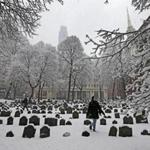 BOSTON, MA - 2/05/2016: WINTER WONDERLAND present at the the Old Granary Burial Ground was enjoyed for the first time seeing snow by Aylena Cerezo from Cuba now Miami arrived today just in time to see the snow with her friend Tim Hansell. SNOWFALL coming down throughout the city area of Boston (David L Ryan/Globe Staff Photo) SECTION: METRO TOPIC 06snow