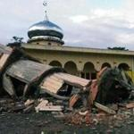 A mosque minaret in Pidie, Indonesia, collapsed early Wednesday after a magnitude-6.5 earthquake struck Aceh province.