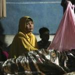 Earthquake survivors spend a night at a temporary shelter in Ulim, Aceh province, Indonesia, Thursday, Dec. 8, 2016. Thousands of people in the Indonesian province of Aceh took refuge for the night in mosques and temporary shelters after a strong earthquake on Wednesday killed a large number of people and destroyed dozens of buildings. (AP Photo/)