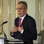 epa05662411 Austria's President-elect Alexander Van der Bellen, who is supported by the Green Party, delivers a statement following the re-run of Austrian presidential elections run-off, at the Palais Schoenburg, in Vienna, Austria, 06 December 2016. Van der Bellen in a re-run of the Austrian presidentail election's run-off on 04 December was elected as the country's new president, defeating his right-wing Austrian Freedom Party (FPOe) challenger Norbert Hofer. EPA/CHRISTIAN BRUNA