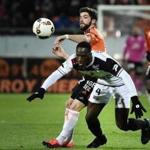 Lorient's French midfielder Jimmy Cabot (L) vies with Guingamp's Ivorian defender Brou Benjamin Angoua during the French L1 football match between Lorient and Guingamp on January 14, 2017 at the Moustoir stadium of Lorient, western France. / AFP PHOTO / JEAN-SEBASTIEN EVRARDJEAN-SEBASTIEN EVRARD/AFP/Getty Images
