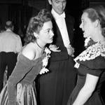 Olivia de Havilland (left) with Jimmy Stewart and Bette Davis in Hollywood in 1940.