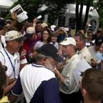 Peabody, MA---7/1/2001-----Jack Nicklaus signs autographs to adoring fans following a final round of even-70 at the US Senior Open at the Salem Country Club. REMOTE TRANSMISSION RW Library Tag 07022001 SPORTS