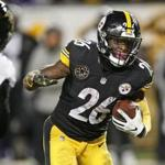 Pittsburgh Steelers running back Le'Veon Bell (26) scored from 11 yards out in the fourth quarter.