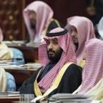 A handout picture provided by the Saudi Royal Palace on December 13, 2017, shows Saudi Crown Prince and Defence Minister Mohammed bin Salman (C) attending the opening of the shura council ordinary session in Riyadh. / AFP PHOTO / Saudi Royal Palace / BANDAR AL-JALOUD / RESTRICTED TO EDITORIAL USE - MANDATORY CREDIT