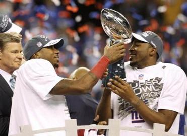Manningham, left, and Hakeem Nicks celebrated with the Vince Lombardi Trophy.