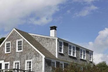 cape house with dormer