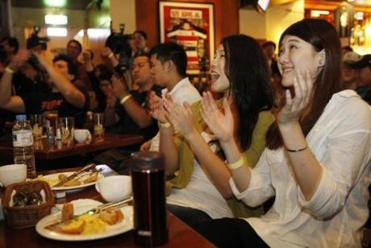 Fans cheered Lin and the Knicks at a sports bar in Taipei on Thursday.
