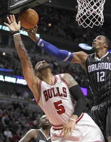 Dwight Howard block the shot of Carlos Boozer during the second half of Thursday's game.