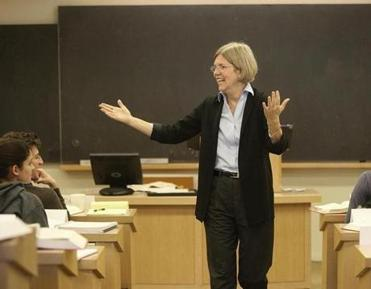Warren lecturing a class at Harvard in 2009. Her teaching ability has led to student-nominated teaching awards at four of the five law schools where she has taught.