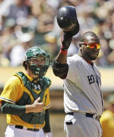 David Ortiz earned a warm reception in Oakland after hitting his 400th career home run on Wednesday.