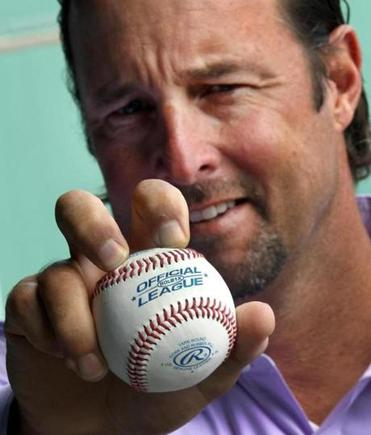 Former Sox pitcher Tim Wake­field shows off his famed knuckleball grip.