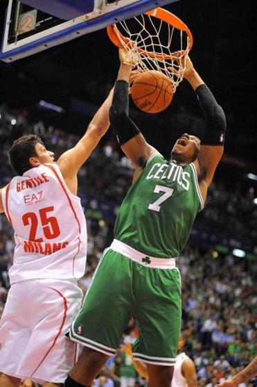 Jared Sullinger stuffs home 2 of his 9 points over Alessandro Gentile of Emporio Armani Milano.