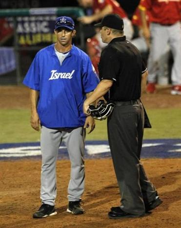 Brad Ausmus, left, managed Team Israel in its World Baseball Classic qualifier last month.