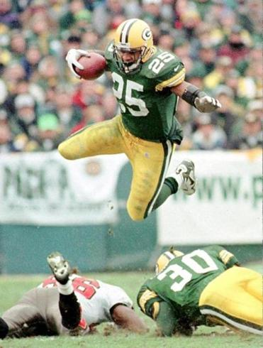 The Green Bay Packers' Dorsey Levens jumps during the 1998 NFC divisional playoff game.