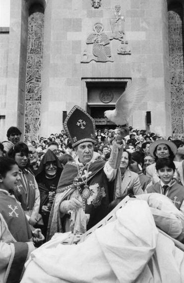Archbishop Manoogian, shown presiding over an Easter service. was head of the US Armenian orthodox church.