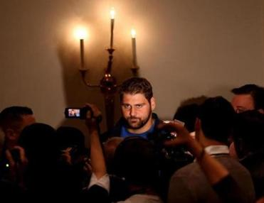 The media in London attemped to have a candlelight chat with Patriots offensive tackle Sebastian Vollmer.