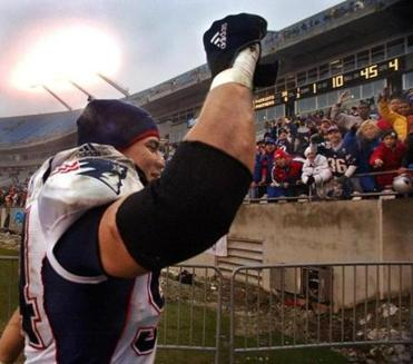 Tedy Bruschi saluted the large swath of Patriots fans who remained after the game.