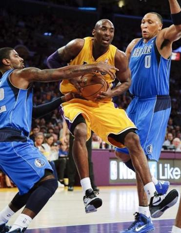 The Mavericks' O.J. Mayo (left) and Shawn Marion kept Kobe Bryant from driving to the basket.