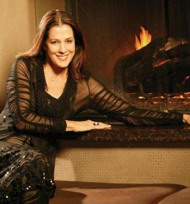 Rita Coolidge will perform seasonal classics in Fall River Dec. 1.