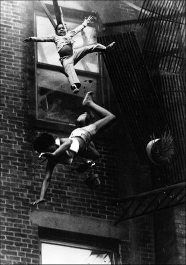 Stanley Forman of the Boston Herald American took this terrifying image of a 2-year-old girl and her godmother falling from a broken fire escape, a photograph that won the Pulitzer Prize in 1976. The girl survived the fall; her godmother did not.