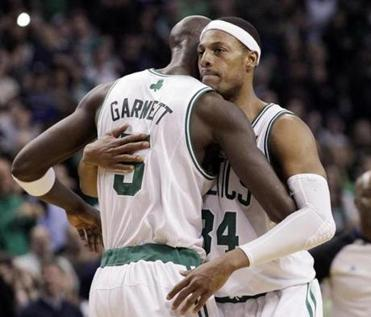 Kevin Garnett congratulated Paul Pierce after Pierce passed Larry Bird on the Celtics' all-time scoring list.