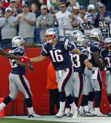 Matt Cassel was congratulated after his fourth-quarter touchdown pass to Kevin Faulk.