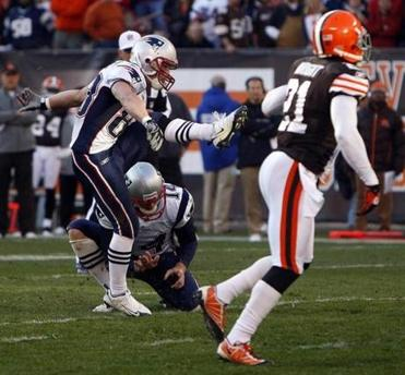 With Stephen Gostkowski injured, Wes Welker kicked an extra point for the Patriots in the second half.