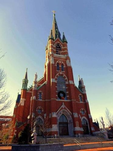 Just like the Amoskeag mills, Manchester's Sainte-Marie church was built of red bricks and gray granite.