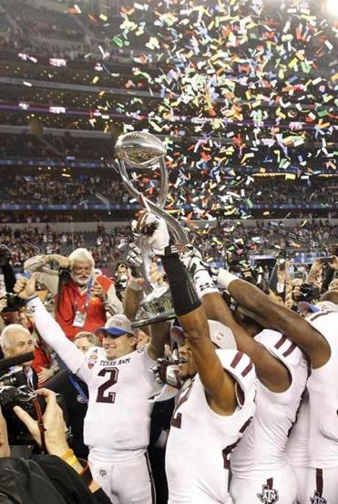Johnny Manziel (2) set a Cotton Bowl record with 516 total yards, then joined his teammates in hoisting the trophy.