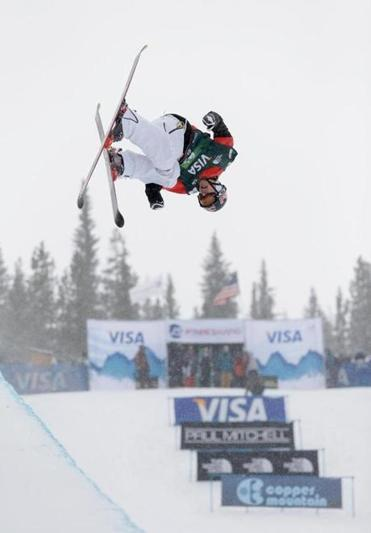 Simon Dumont competes without poles at the US Grand Prix Jan. 11.