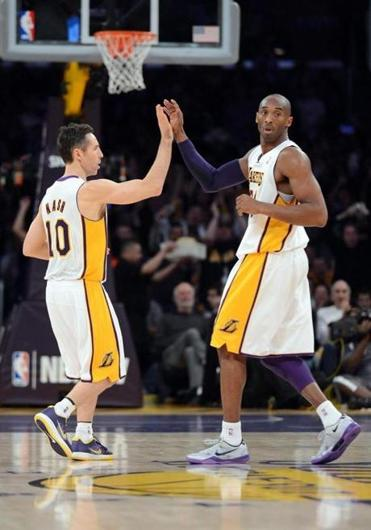 Steve Nash (left) and Kobe Bryant combined for 38 points in the Lakers' win.