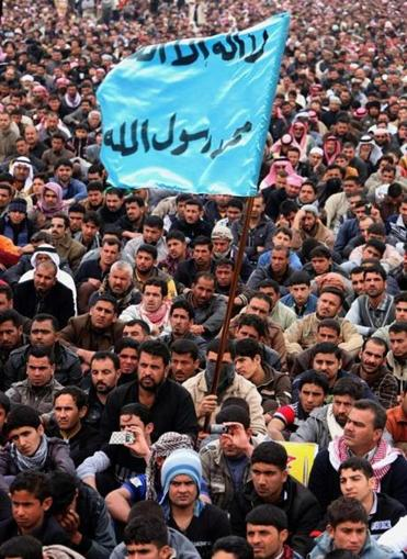 Sunni protesters in Fallujah on Friday accused Iraq's Shi'ite-led government of discriminatory treatment.