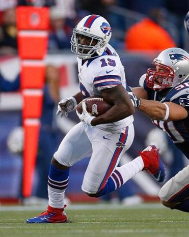 Donald Jones, shown in action against the Patriots last season, has agreed to join New England.