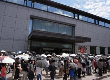 At the Tokyo National Museum, visitors waited to see works.