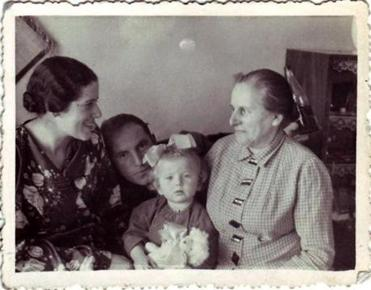 Applefield as a toddler with (from left) her mother, Maria Singer; father, Lolek Singer; and maternal grandmother, Regina Nabel. Nabel died of disease in Siberia during the war.
