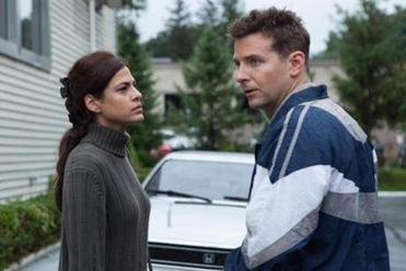 Eva Mendes plays the mother of Gosling's son, and Bradley Cooper plays a cop.