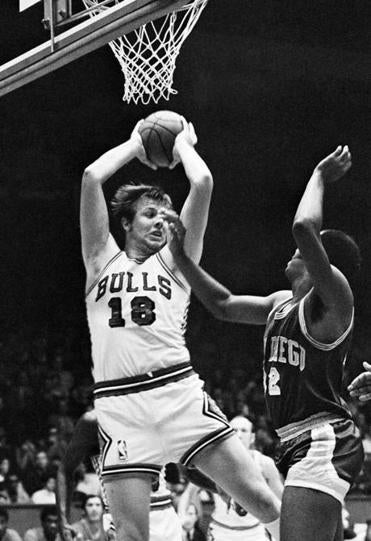 Mr. Boerwinkle averaged 7.2 points, 9.0 rebounds, and 3.2 assists in 10 seasons with Chicago from 1968-78.