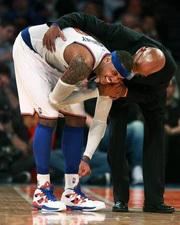Coach Mike Woodson tended to Carmelo Anthony, who was hurting in the fourth quarter.