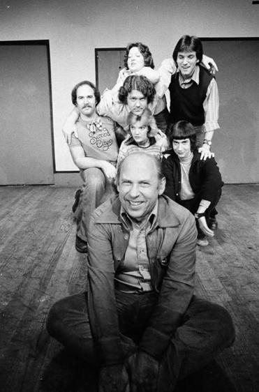 Second City cofounder Bernard Sahlins with members of the comedy troupe including George Wendt (center).