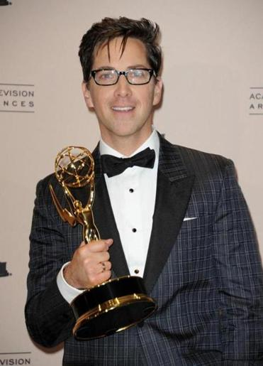 Dan Bucatinsky with his Emmy.