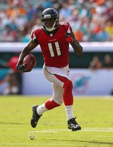 Falcons receiver Julio Jones in action against the Dolphins last Sunday (Photo by Mike Ehrmann/Getty Images)