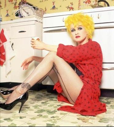 Cyndi Lauper in her New York apartment in 1995.