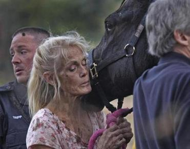 Horse owner Kathy O'Leary shared a moment with Romey after the rescue.