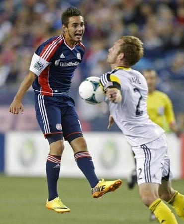 Diego Fagundez's pass is blocked by the Crew's Tyson Wahl during the first half.