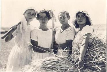 """Women/Pioneers"" is an Israeli documentary about the women who came to Palestine decades before the state of Israel."