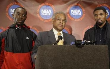 Former players' union executive director Billy Hunter continues to fight his ouster from the post.